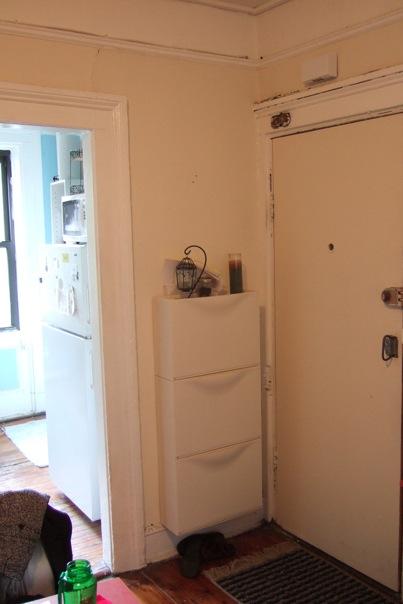 Foyer Window Leak : My room in the apartment landlord
